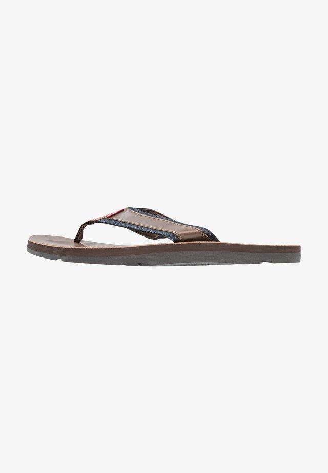 JURUPA - Sandaler m/ tåsplit - dark brown