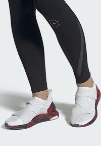 adidas by Stella McCartney - ADIDAS BY STELLA MCCARTNEY ULTRABOOST X SHOES - Zapatillas de running neutras - white - 0