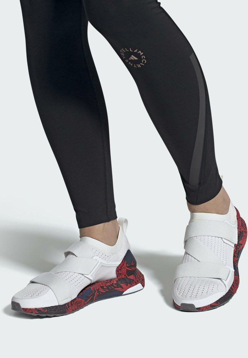 adidas by Stella McCartney - ADIDAS BY STELLA MCCARTNEY ULTRABOOST X SHOES - Zapatillas de running neutras - white