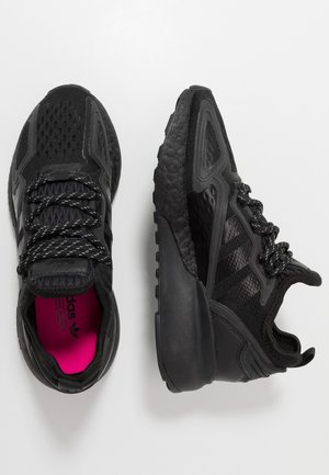 ZX 2K BOOST - Sneakersy niskie - core black/shock pink