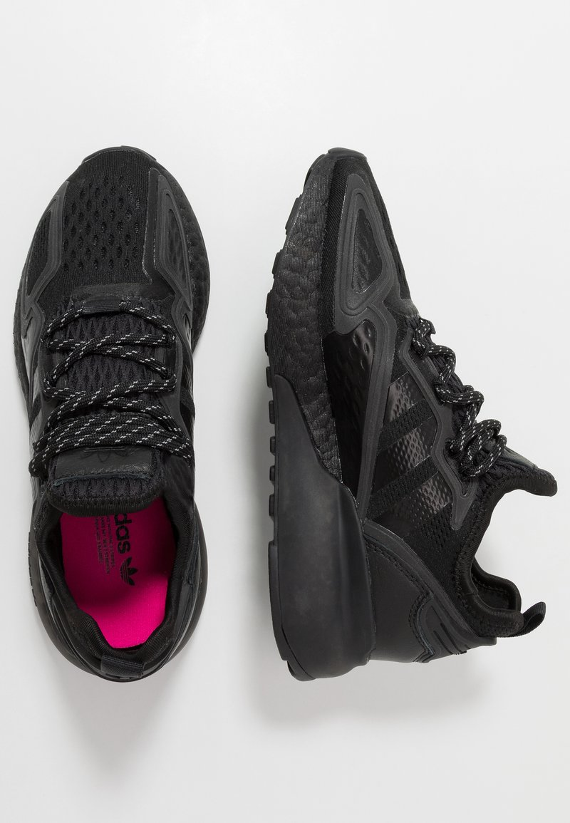 adidas Originals - ZX 2K BOOST - Sneakers basse - core black/shock pink