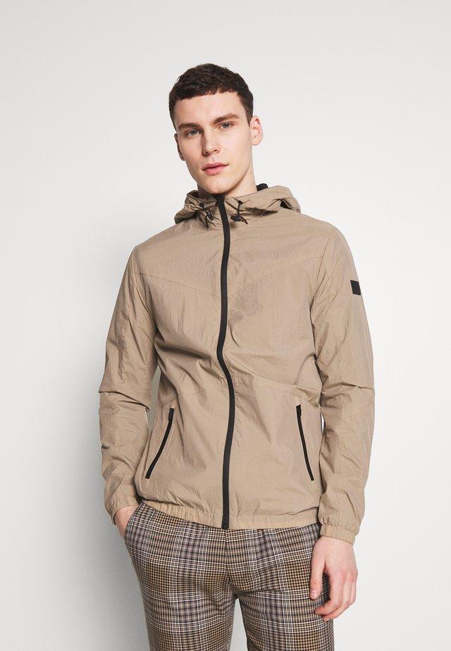 JCOSPRING LIGHT JACKET - Summer jacket - dune