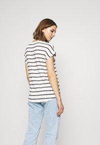 Vero Moda - VMWIDE KATHY STRIPE  - Print T-shirt - snow white - 2