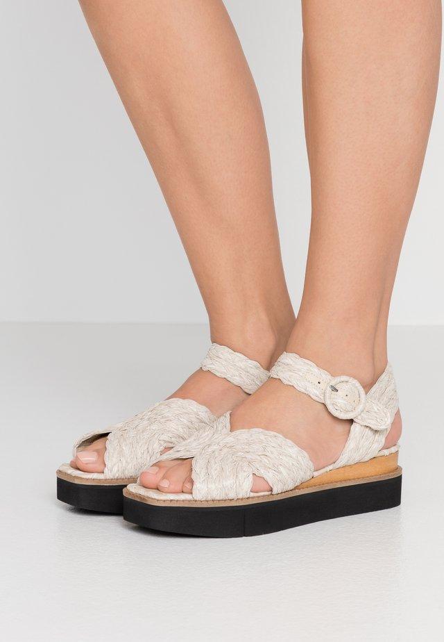 LEAH BRAIDEDR ARTA - Korkeakorkoiset sandaalit - taupe