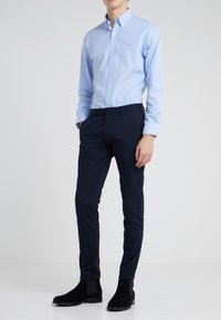 Polo Ralph Lauren - TAILORED PANT - Chinosy - aviator navy - 0