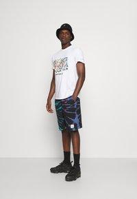 Mennace - SUNDAZE TIE DYE REGULAR SHORT - Shorts - multi - 1