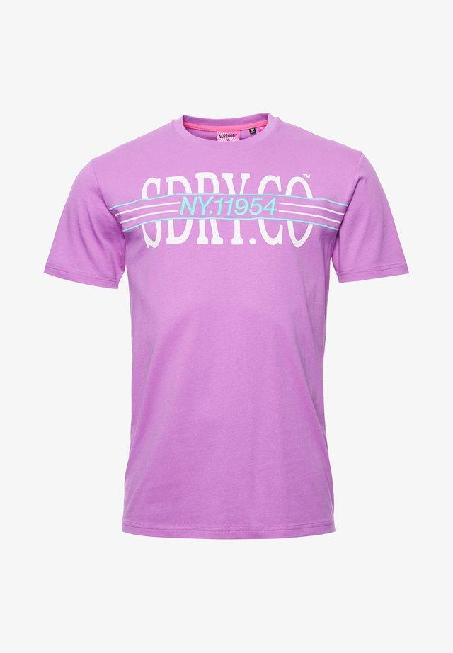 SUPERDRY YACHT PREP T-SHIRT - Print T-shirt - fluro purple
