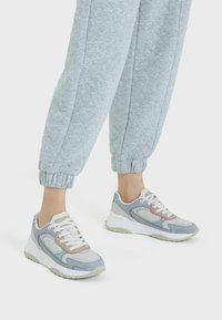 Bershka - Sneakersy niskie - multi-coloured - 0