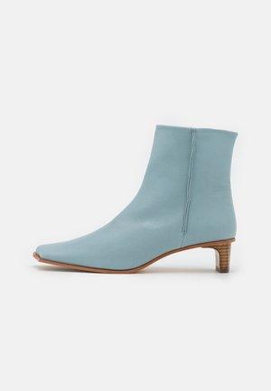 HAZEL BOOT  - Korte laarzen - pale blue