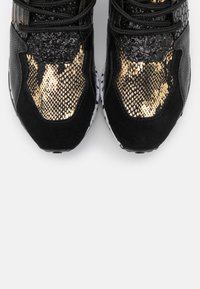 Steve Madden - CLIFF - Zapatillas - black/gold - 5