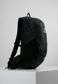 Salomon - TRAILBLAZER 20 UNISEX - Backpack - black/black - 3