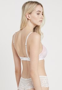 Triumph - SPOTLIGHT WHUM - Push-up podprsenka - white - 2