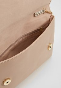 Dorothy Perkins - BOW  - Clutches - gold - 4