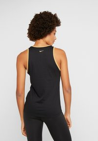 Nike Performance - DRY TANK GLAM DUNK - T-shirt sportiva - black/metallic gold - 2