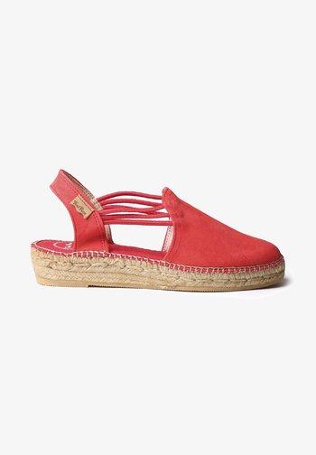 NURIA - Wedge sandals - raspberry
