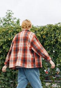 Levi's® - PORTOLA CHORE COAT UNISEX - Summer jacket - anatase picante - 2