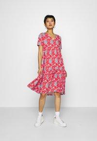 Rich & Royal - DRESS PRINTED - Denní šaty - summer red - 0