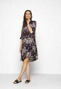 Pieces Maternity - PCMBECCA DRESS - Vestido camisero - black/purple - 0