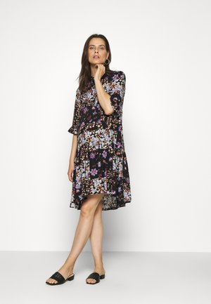 PCMBECCA DRESS - Vestido camisero - black/purple