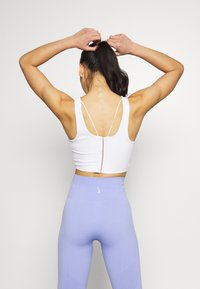 Nike Performance - YOGA LUXE CROP TANK - Sport BH - summit white - 2