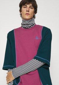 Vivienne Westwood - SLOUNGE - Sweatshirt - green/pink - 3
