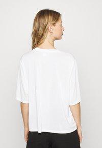 Monki - DORA - Basic T-shirt - white - 2