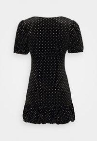 Miss Selfridge Petite - BUBBLE HEM MINI - Pouzdrové šaty - black - 1
