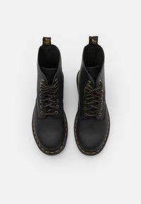 Dr. Martens - 1460 PASCAL 8 EYE BOOT UNISEX - Veterboots - black - 3