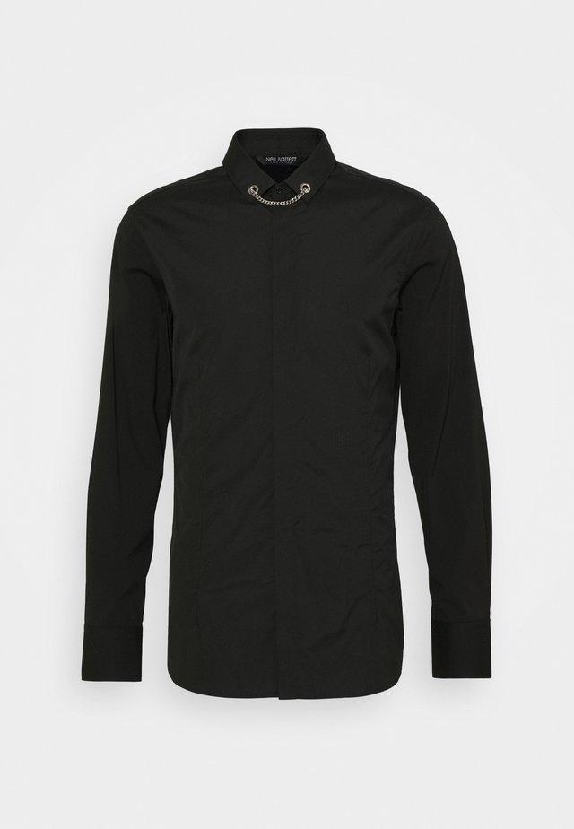 TUXEDO FLAT NECKLAC - Skjorta - black