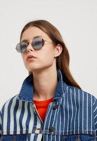 Ray-Ban - Sunglasses - gold-coloured/matte grey - 3