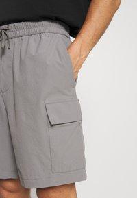 Banana Republic - RIPSTOP CARGO  - Shorts - grey stone - 4