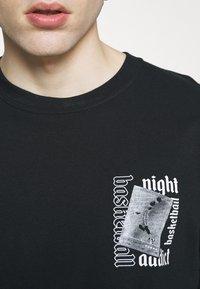 Night Addict - T-shirt med print - black - 5