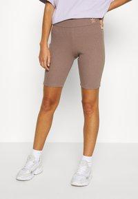 adidas Originals - Shorts - trace brown - 0