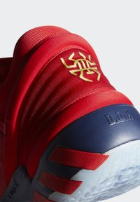 adidas Performance - D.O.N. ISSUE 2 - Indoorskor - scarlet/team navy blue/gold metallic - 5