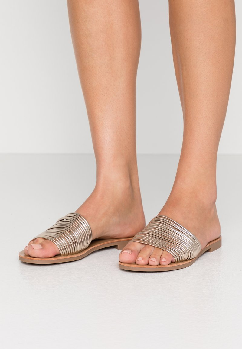 ONLY SHOES - ONLMELLY STRING SLIP ON  - Mules - gold