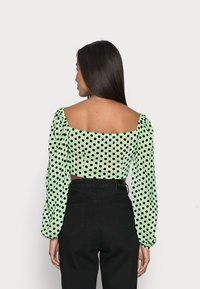 Missguided Petite - FLOCKED SPOT LONG SLEEVE CROP TOP - Long sleeved top - mint - 2