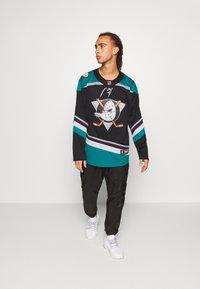 Fanatics - NHL ANAHEIM DUCKS FANATICS BRANDED ALTERNATE  - Klubové oblečení - black - 1