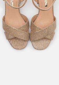 Dorothy Perkins - BOOM MID HEIGHT BLOCK - Sandals - gold - 5