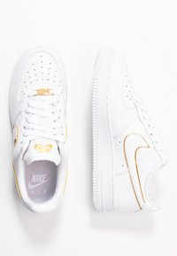 Nike Sportswear - AIR FORCE - Sneakers - white/metallic gold - 3