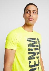 TOM TAILOR DENIM - T-shirt imprimé - neon green - 3