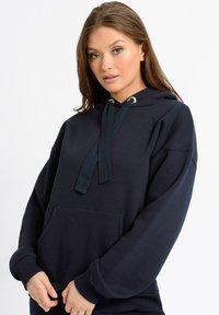 Chelsea Peers - Pyjama top - navy - 1
