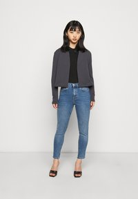 Vero Moda Petite - VMNIHAN STRUCTURE - Blazer - ombre blue - 1
