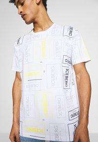 Iceberg - ALLOVER LOGO - T-shirt con stampa - bianco - 3