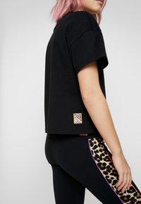 Puma - Print T-shirt - black - 3