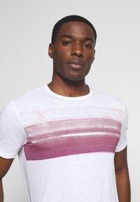 Marc O'Polo - Print T-shirt - white/baroque rose - 3