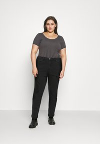 Simply Be - DEMI HIGH WAIST MOM - Relaxed fit jeans - washed black - 1