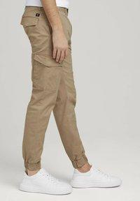 TOM TAILOR DENIM - Cargo trousers - smoked beige - 3