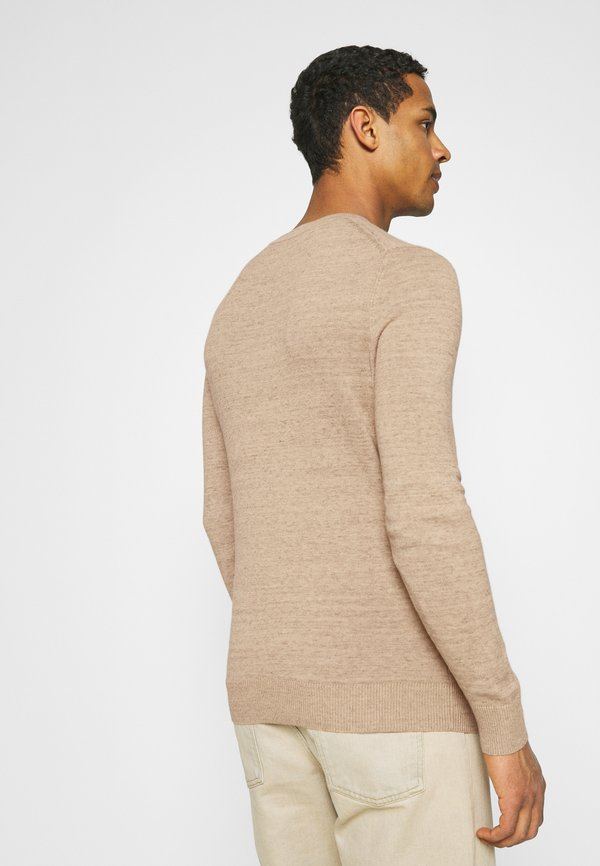 Abercrombie & Fitch ICON CREW - Sweter - streaky tan/wielbłądzi Odzież Męska SWFO