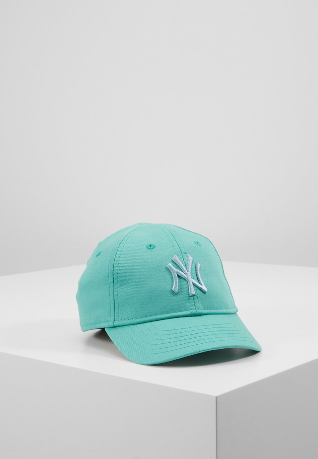 Cap - essential green