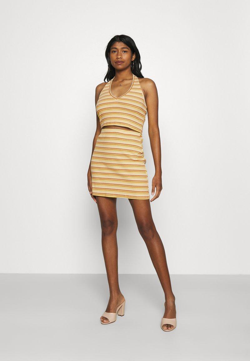 Glamorous - MAYA HALTER NECK CROP WITH SKIRT SET - Pencil skirt - yellow rust